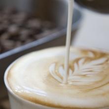 Iets te veel koffie gedronken? Zó kom je van het trillerige gevoel af