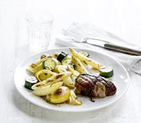 biefstuk met asperges en courgette