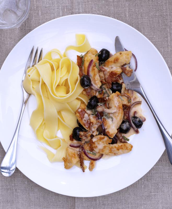 fricassee van kip met ansjovis en olijven