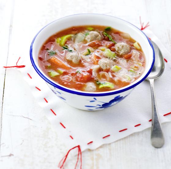 tomaten-groentesoep met ballen