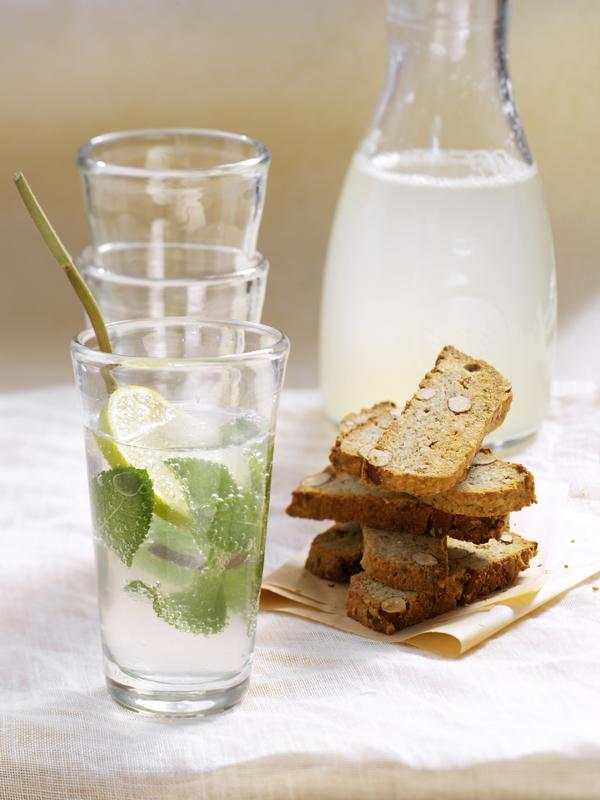 cantuccini salati & mineraalwater met honing en limoen
