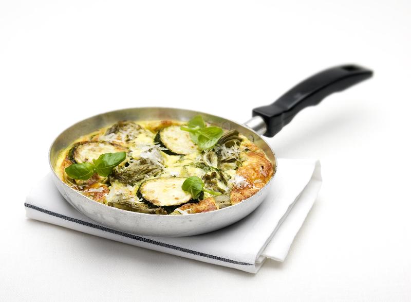 frittata met courgette en basilicum