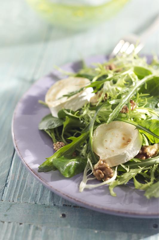 franse salade met geitenkaas en walnoten