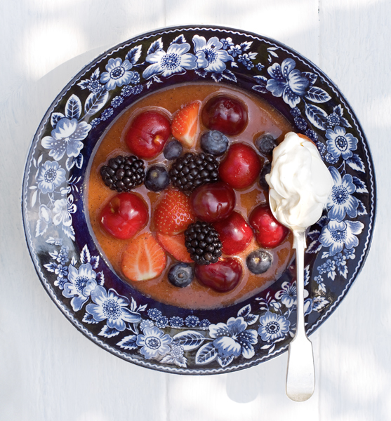 rood-fruitsoep met hangop