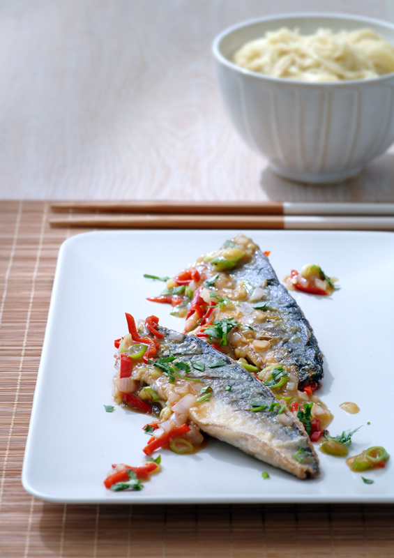 gebakken makreel in pikante saus