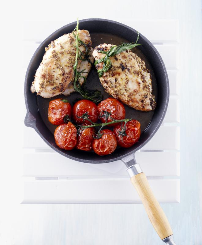 kipfilet met mosterd en gebakken tomaten