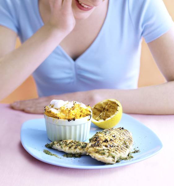 verwennerij op vrijdag: gegrilde kipfilet met zoete-aardappelgratin