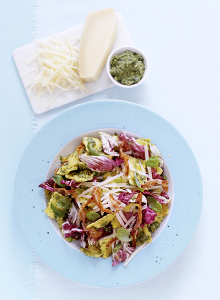 pastasalade met radicchio en pesto