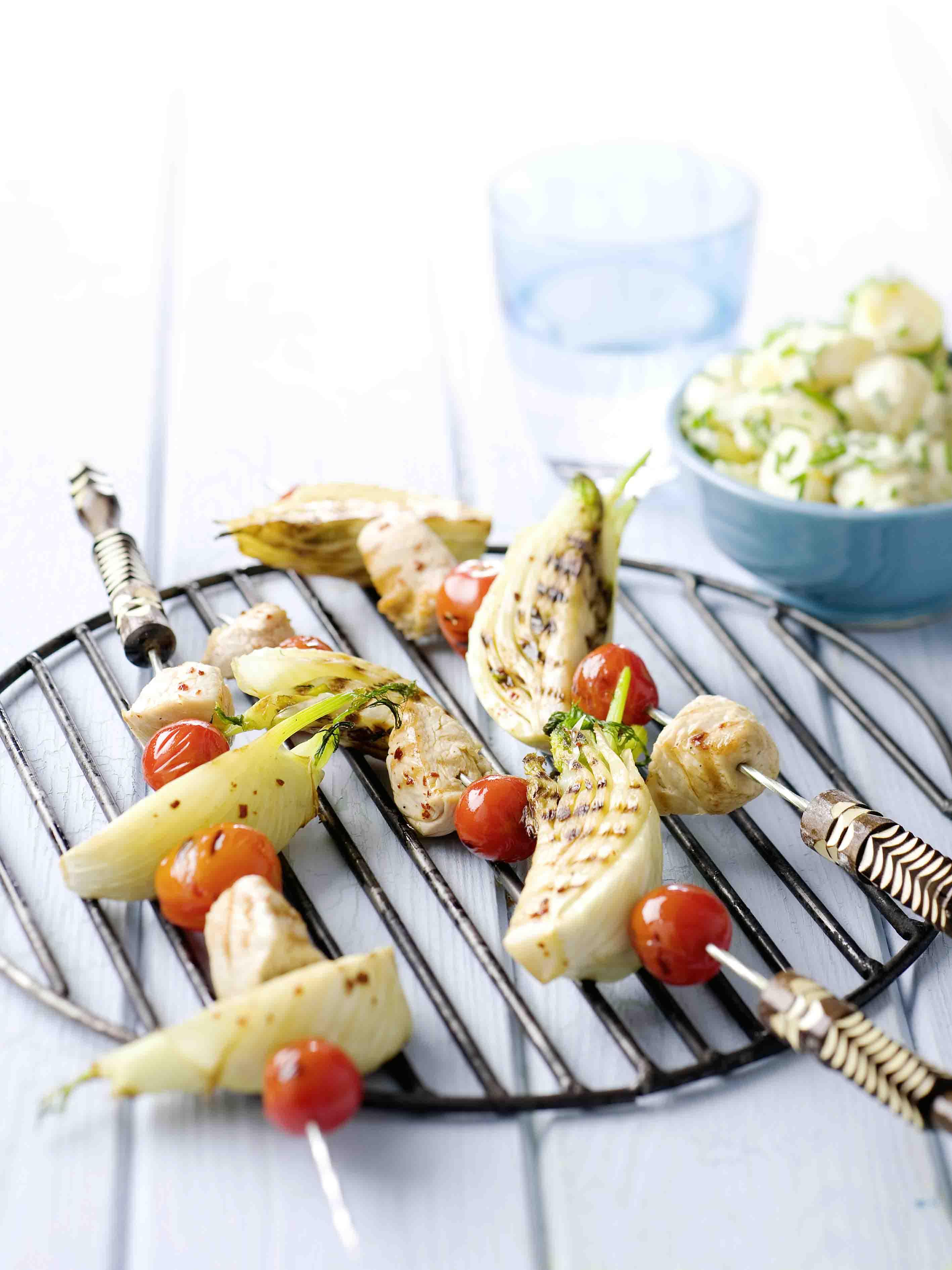 van de BBQ: kalkoenspiesen met venkel en tomaat