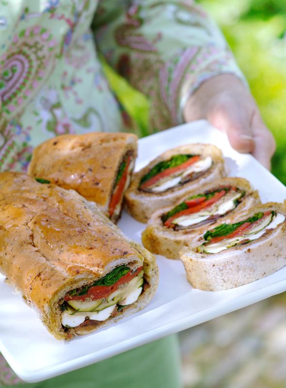 picknicken? Italiaans brood met mozzarella en gegrilde groenten