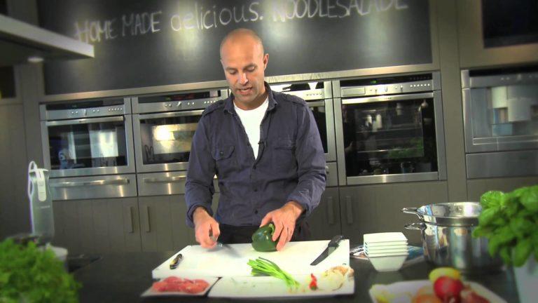 kookvideo #3: noodlesalade met kip, chinese broccoli en vijfkruidendressing
