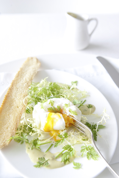 salade met gepocheerd ei