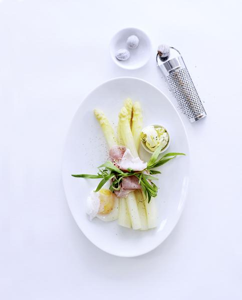 witte asperges met foelie