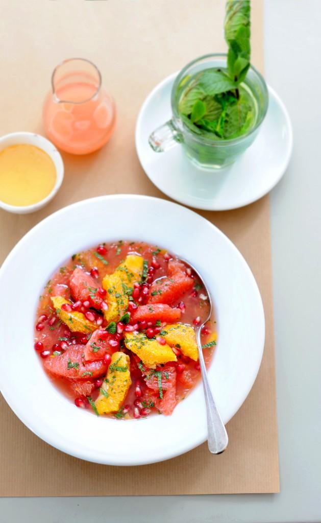 citrussalade met dressing van appelstrop en munt | delicious