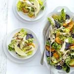 aardappelsalade met little gem, boerenkip en za' atar-dressinging - delicious