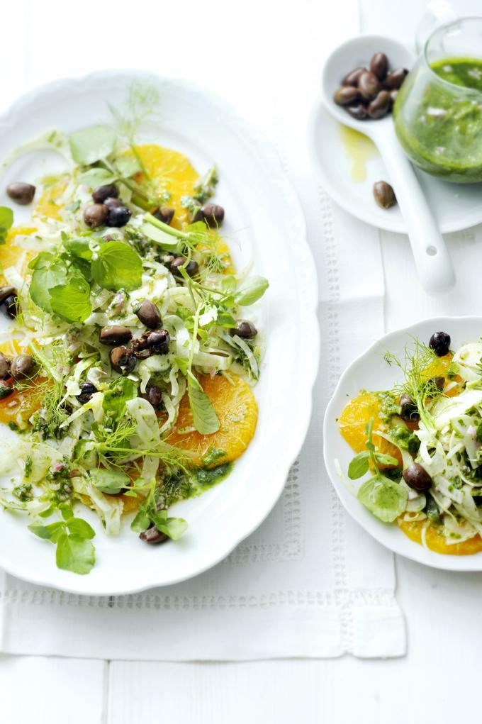 sinaasappel-venkelsalade met zwarte olijven