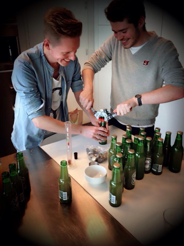 zelfgebrouwd bier voor het borrelen