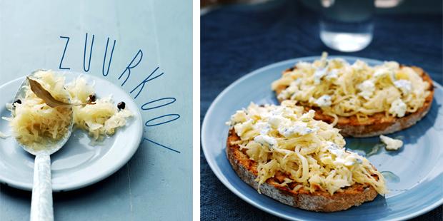 romige zuurkool met blauwe kaas op toast