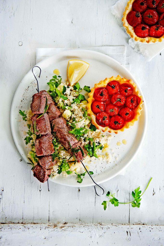 lamsbrochette met tomatentartelles