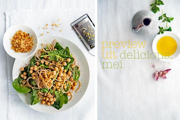 kikkererwtenpasta met spinazie & chili-knoflookkruim