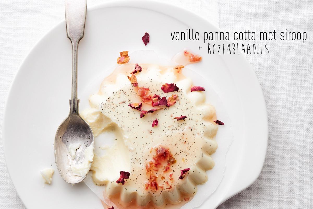 vanille panna cotta met siroop & rozenblaadjes