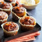 spicy wortelmuffins met hazelnoten en dadels - delicious