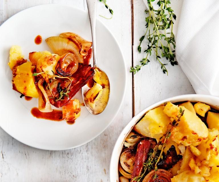 gratin met spek, uien en balsamico-jus