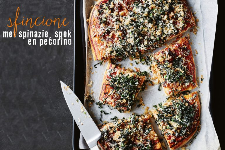 sfincione met spinazie, spek en pecorino