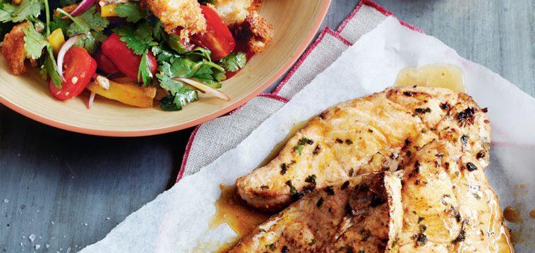 broodsalade met gebakken vis