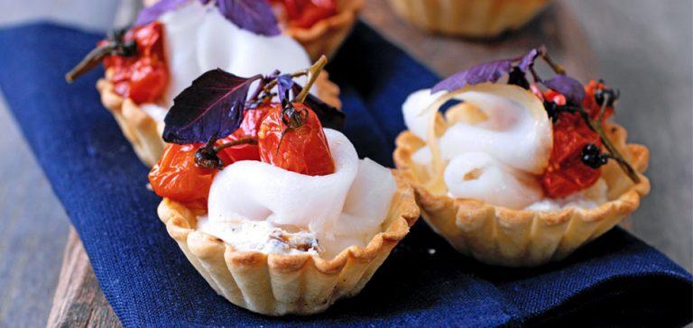 hartige taartjes met knoflookcrème