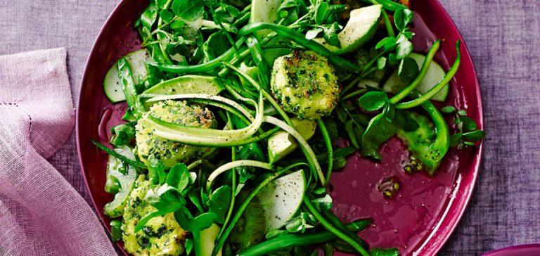 salade met avocado en krokante geitenkaas