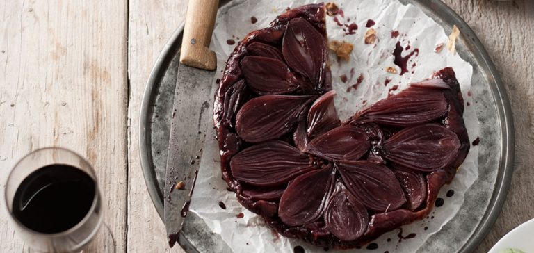 hartige tarte tatin met sjalotjes