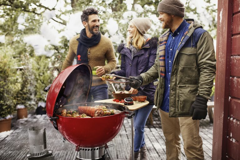 win | 1x Weber Master-Touch GBS BBQ + Grill Academy