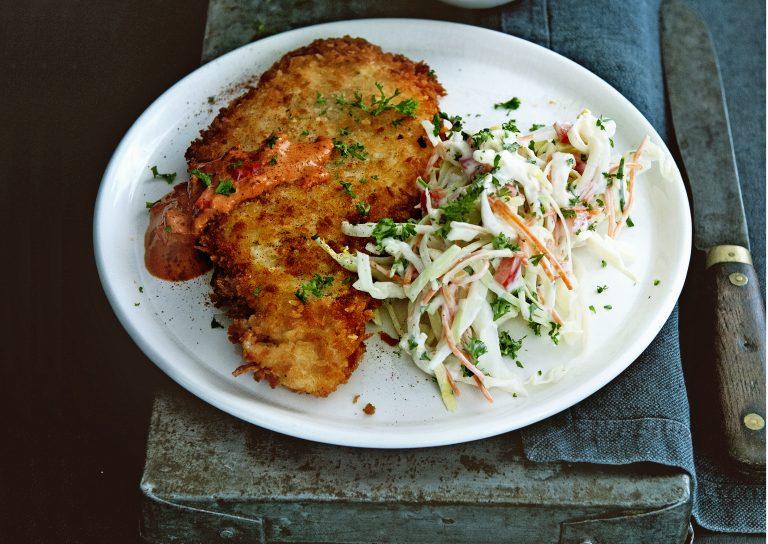 kipschnitzel met stroganoffsaus en koolsalade