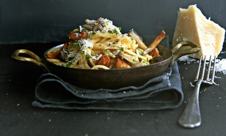 snelle pasta carbonara met paddenstoelen