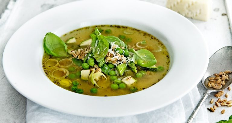 groene minestrone met spelt & pecorino