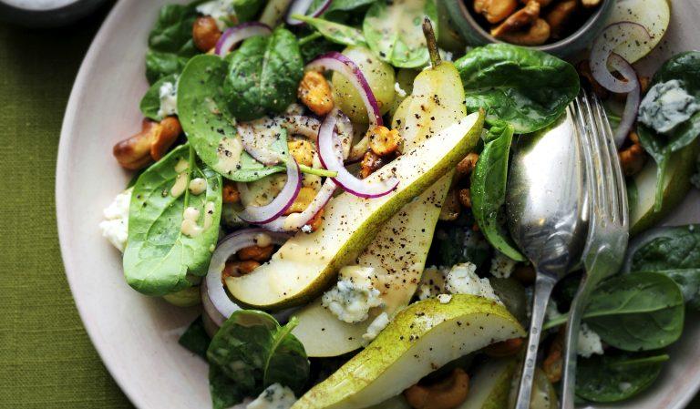 salade met roquefort, peer en kerriecashews