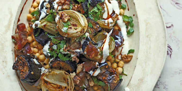 aubergines met kikkererwten, walnoten en dadels