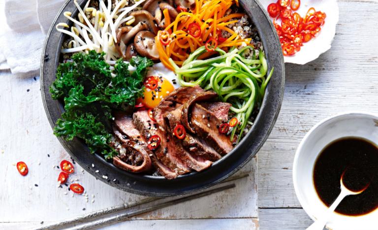 koreaanse bibimbap met entrecote