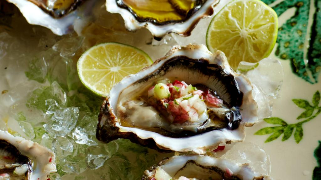 oesters met jalapeños