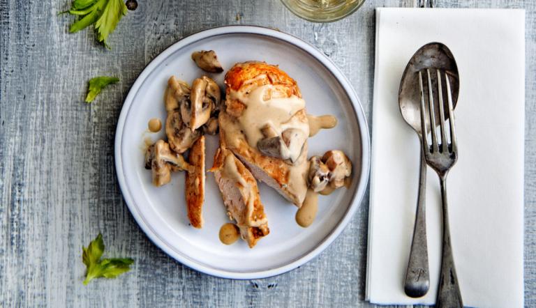 kip met champignonsaus en selderij-dauphinois