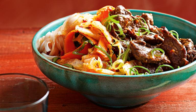 rundvlees uit de wok met snelle kimchi