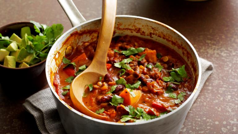 mexicaanse schotel met linzen, bonen en groenten