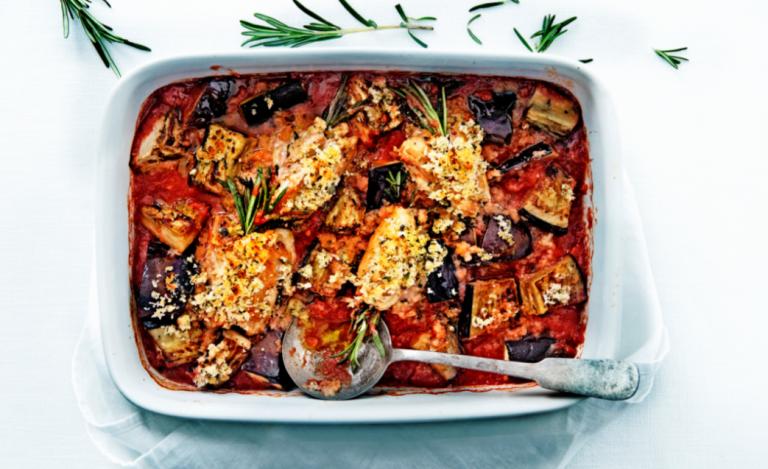 kippendijen met aubergine en kruidenpangrattato