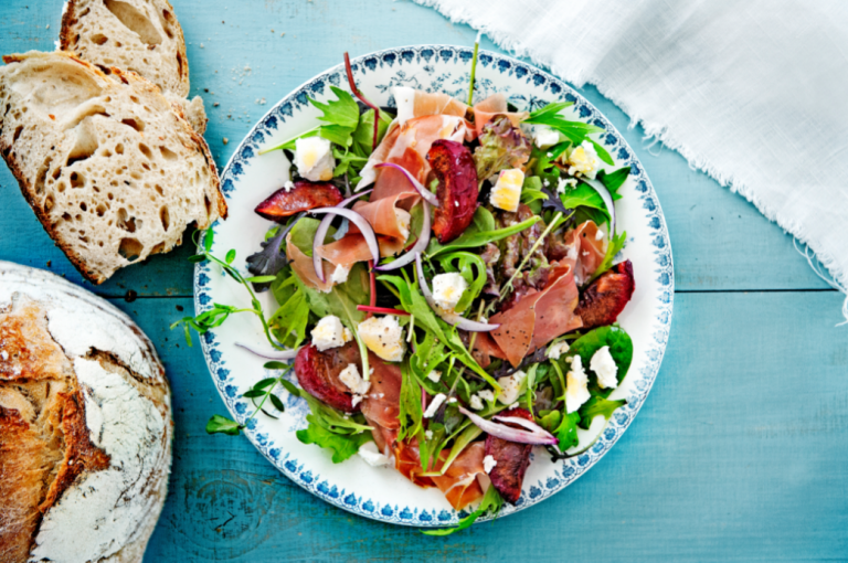 Limburgse salade met grottenham en geitenkaas