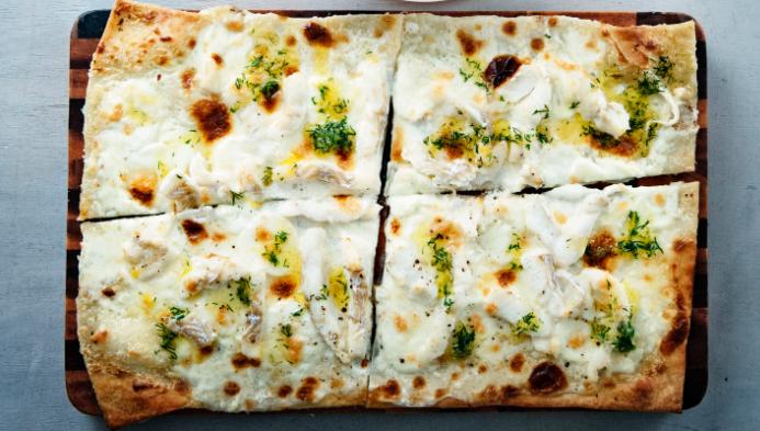 pizza bianca met kabeljauw