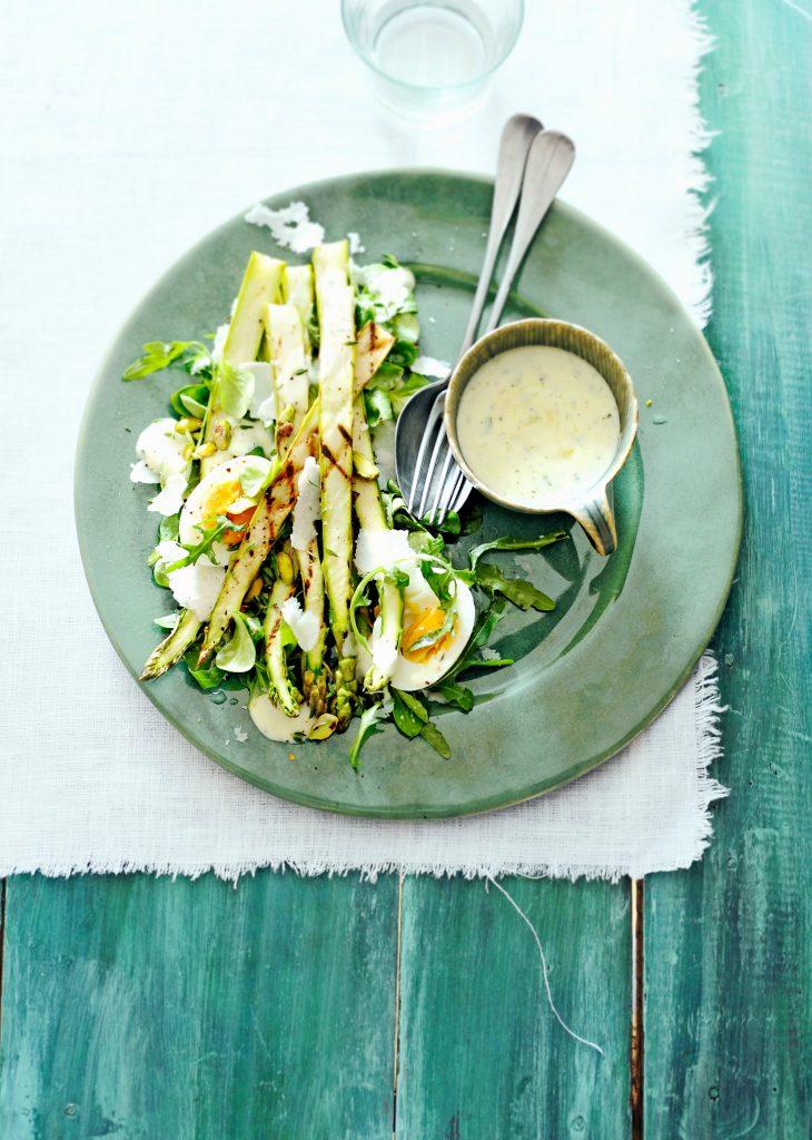 salade asperges pistache en citroen-tijmdressing | delicious
