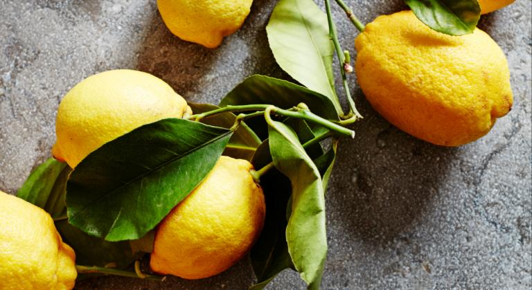 zo maak je snoep van citrussiroop