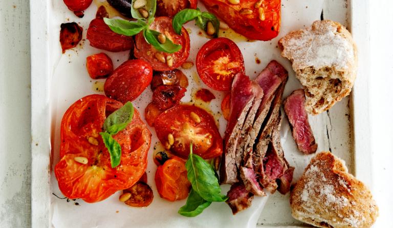 entrecote met gemengde tomatensalade
