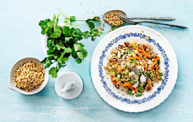 salade met freekeh, koriander en merguez